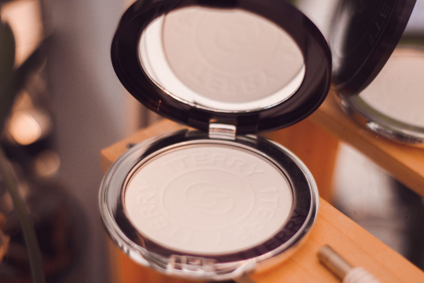 by terry hyaluronic powder